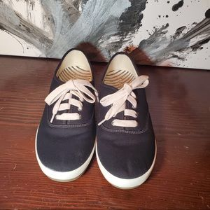 Black Taos Guest Star Sneakers
